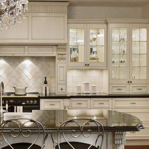 Кухня с элементами декора.